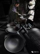 熊熊烈火下的老式铁锅——界头锅,是这样造出来的!